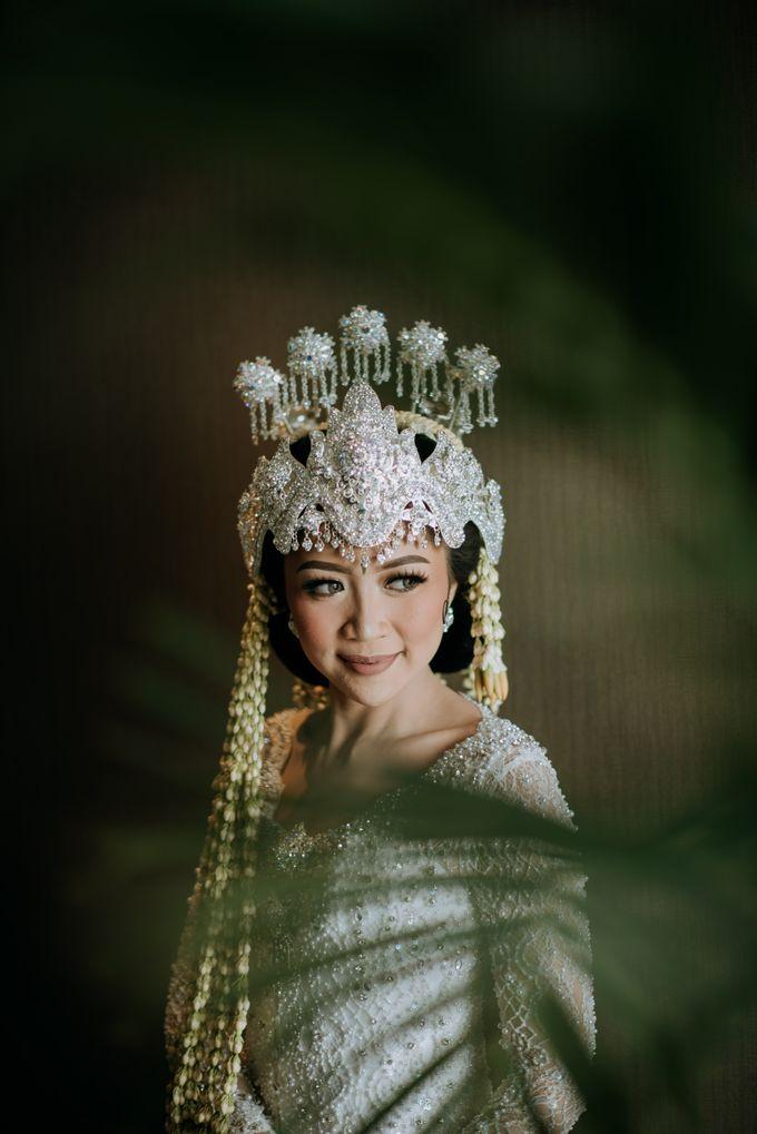 Perpaduan Adat Sunda dan Jawa dalam Pernikahan Intimate Dua Dokter by theSerenade Organizer - 003