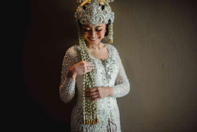 Perpaduan Adat Sunda dan Jawa dalam Pernikahan Intimate Dua Dokter by theSerenade Organizer - 004