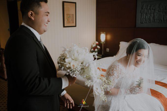 Pernikahan dua budaya ala Andreas dan Herly by theSerenade Organizer - 005
