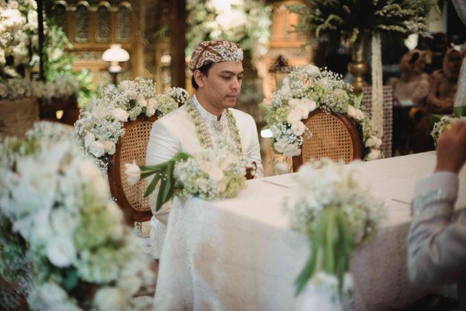 Perpaduan Adat Sunda dan Jawa dalam Pernikahan Intimate Dua Dokter by theSerenade Organizer - 010