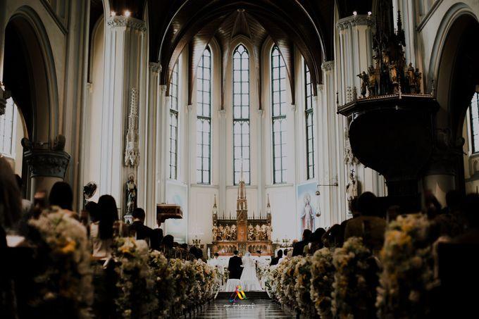 Pernikahan dua budaya ala Andreas dan Herly by theSerenade Organizer - 011