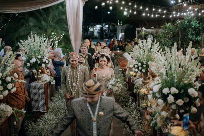 Perpaduan Adat Sunda dan Jawa dalam Pernikahan Intimate Dua Dokter by theSerenade Organizer - 014