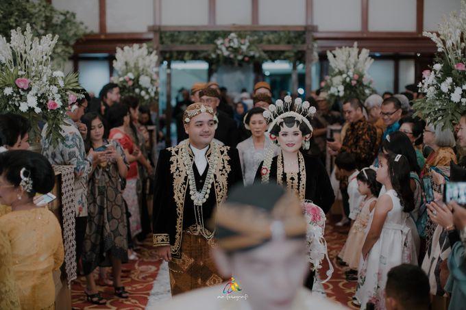 Pernikahan dua budaya ala Andreas dan Herly by theSerenade Organizer - 014