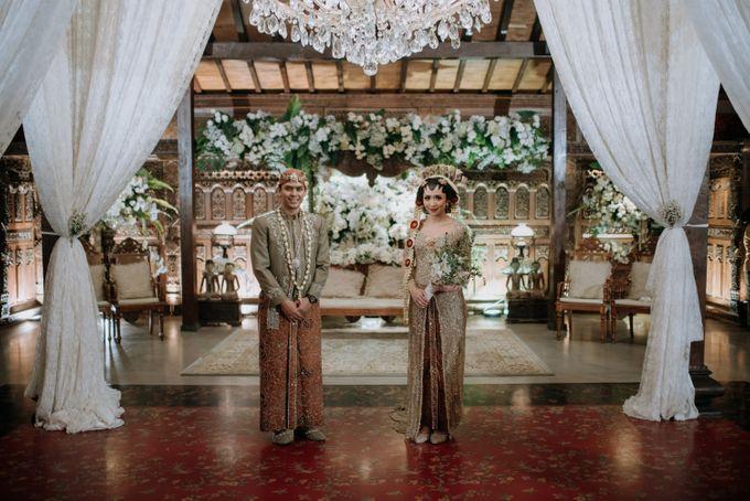 Perpaduan Adat Sunda dan Jawa dalam Pernikahan Intimate Dua Dokter by theSerenade Organizer - 019