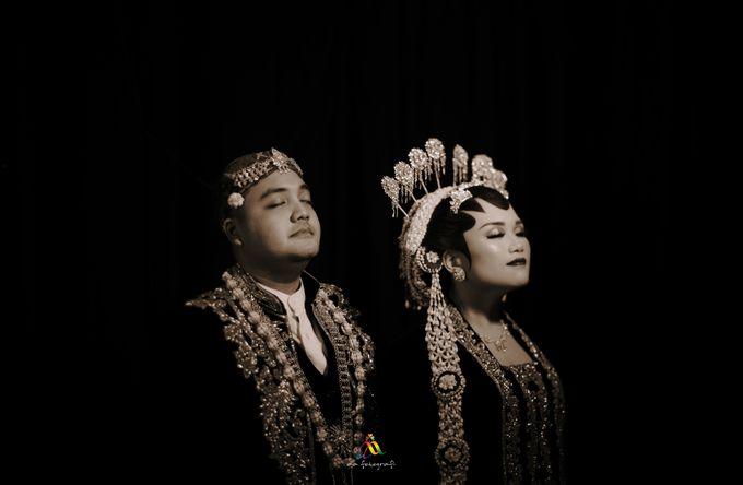 Pernikahan dua budaya ala Andreas dan Herly by theSerenade Organizer - 015