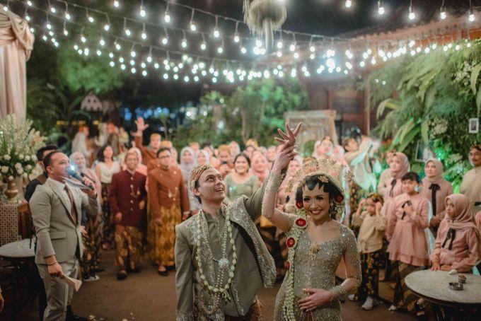 Perpaduan Adat Sunda dan Jawa dalam Pernikahan Intimate Dua Dokter by theSerenade Organizer - 017