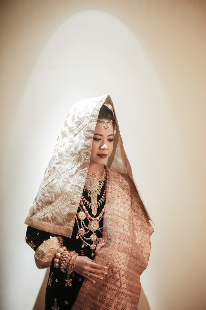 Kemegahan Resepsi Pernikahan Bernuansa Minang by theSerenade Organizer - 001