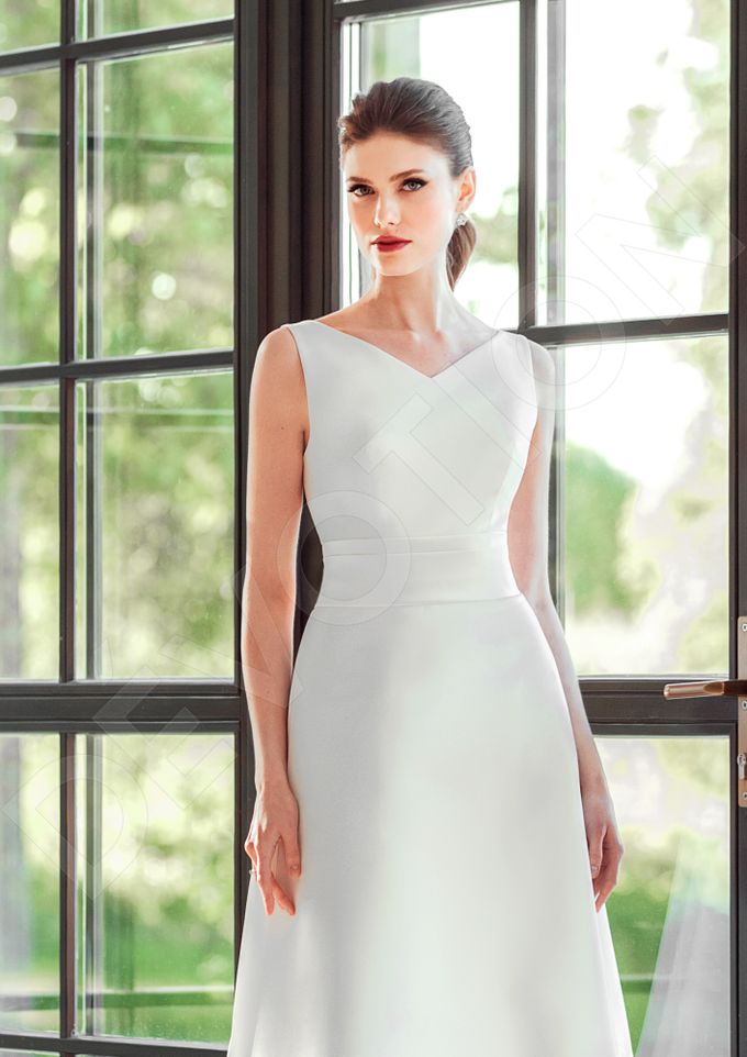 Classic A-line silhouette Dinisia wedding dress by DevotionDresses - 004