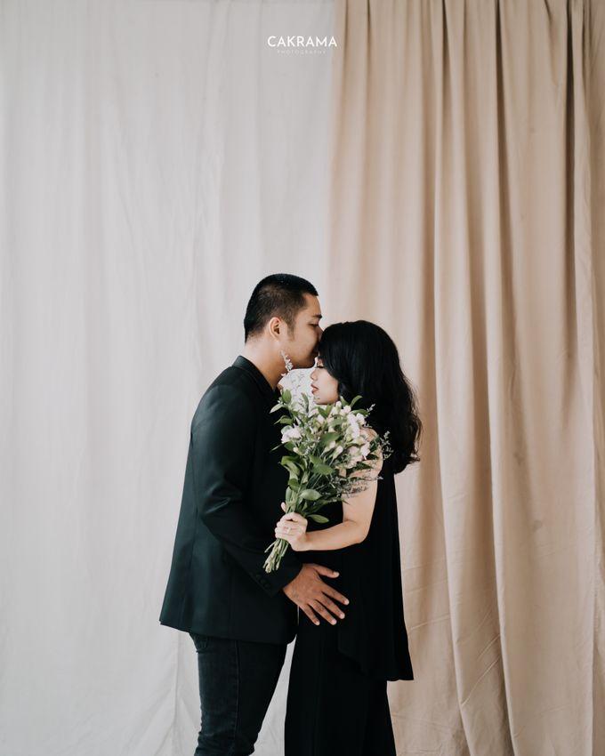 Prewedding Photoshoot Sabar & Tiara by Nike Makeup & Hairdo - 018