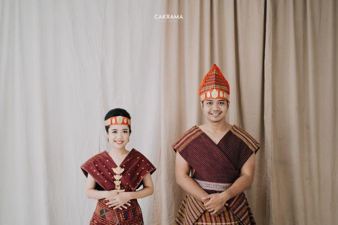Prewedding Photoshoot Sabar & Tiara by Nike Makeup & Hairdo - 023