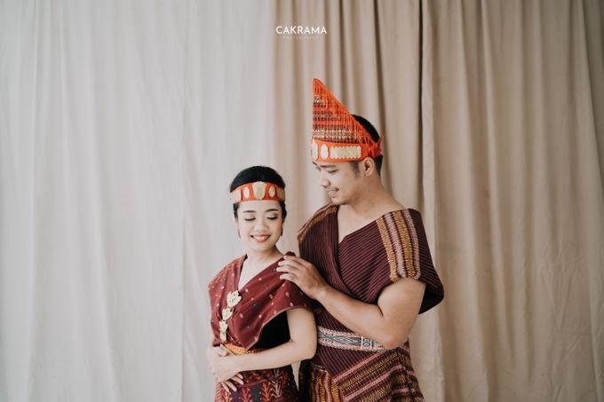 Prewedding Photoshoot Sabar & Tiara by Nike Makeup & Hairdo - 020