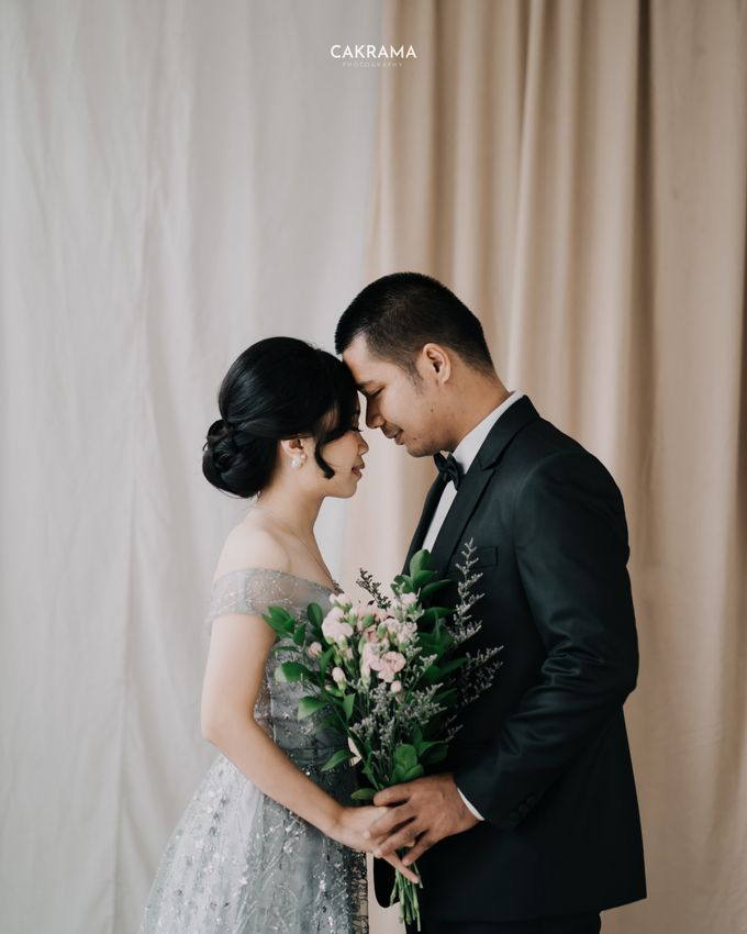 Prewedding Photoshoot Sabar & Tiara by Nike Makeup & Hairdo - 010