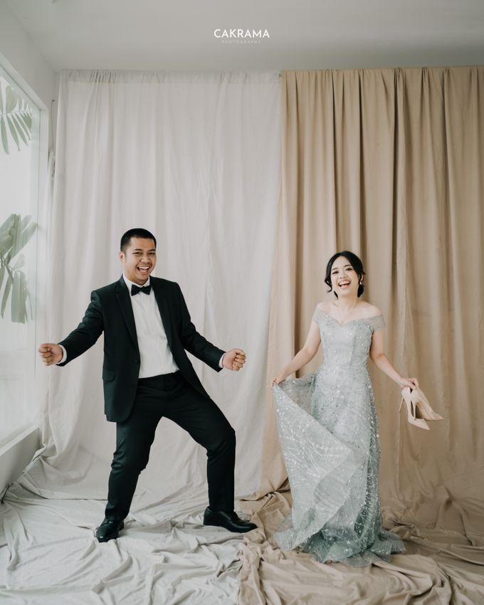 Prewedding Photoshoot Sabar & Tiara by Nike Makeup & Hairdo - 008
