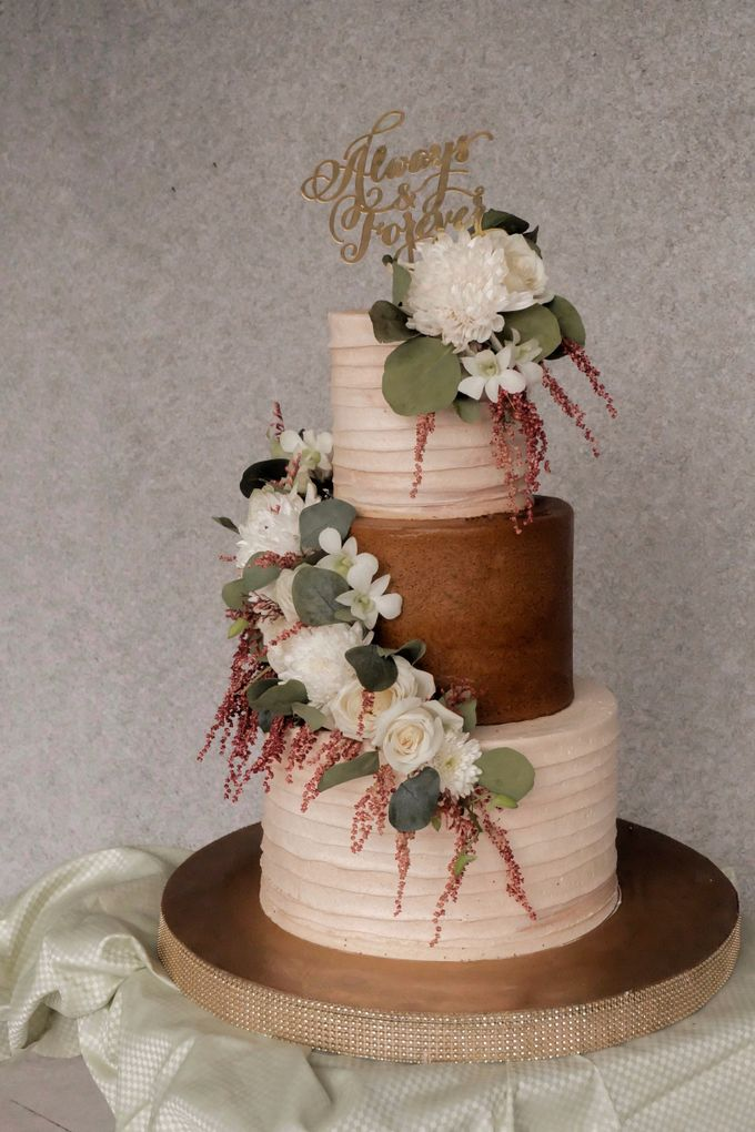 The Wedding of Poppy & Ogen by KAIA Cakes & Co. - 001