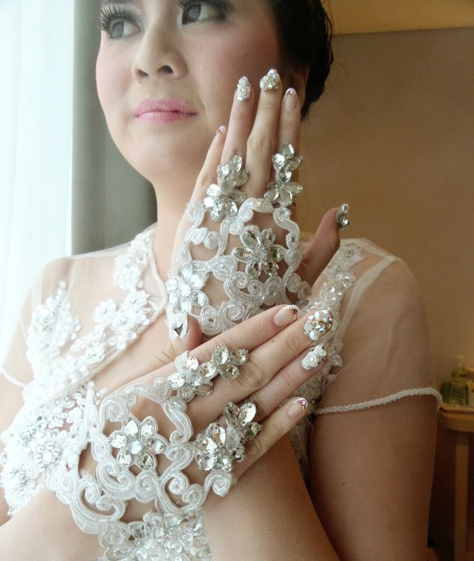 custom wedding nails by Veeana Nails - 012