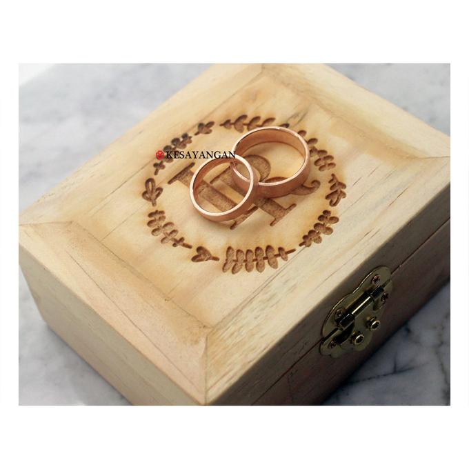 Custom wooden box by Toko Emas Kesayangan - 001