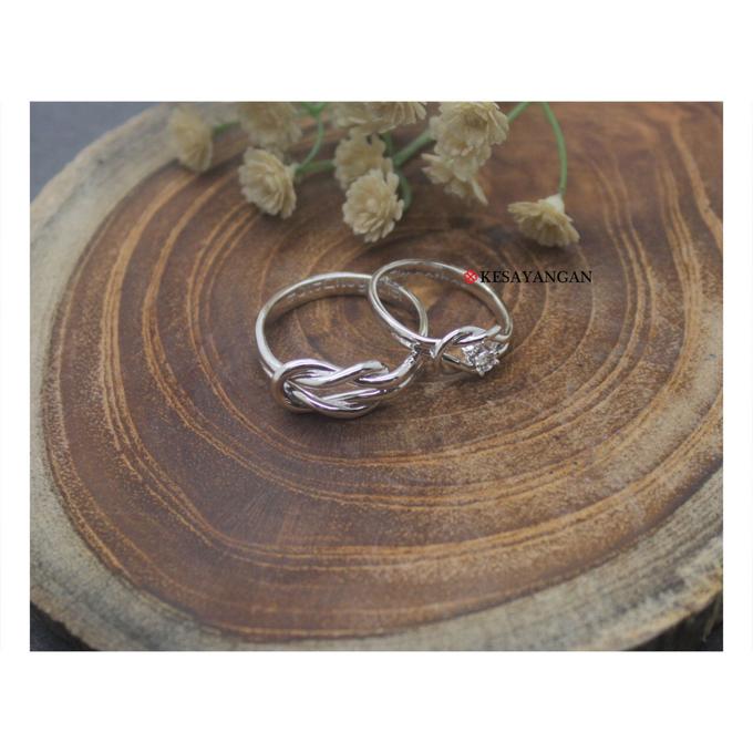 Infinity knot ring with diamond by Toko Emas Kesayangan - 001