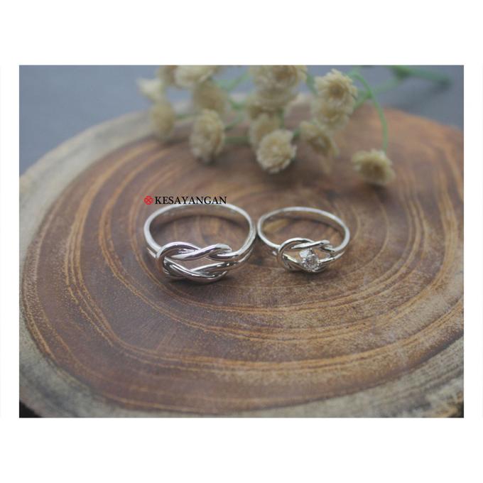 Infinity knot ring with diamond by Toko Emas Kesayangan - 002