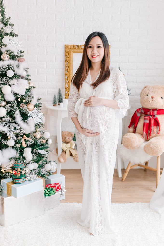 Maternity Boudoir - Christmas Edition by Bells & Birds - 001