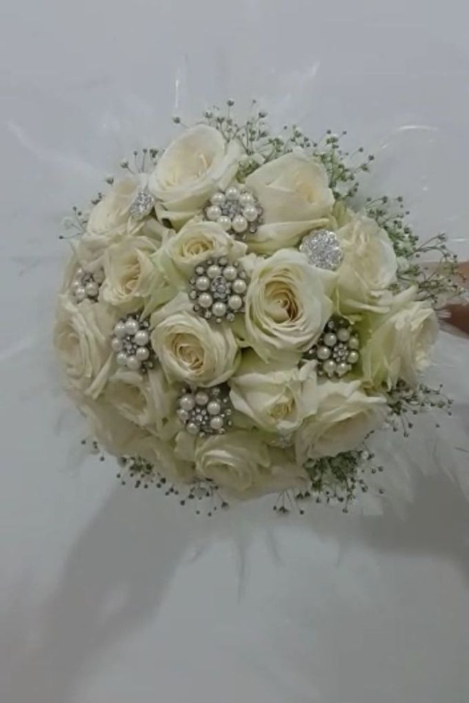 White Collection Bridal Bouquet by Amaryllis Floral Art - 003