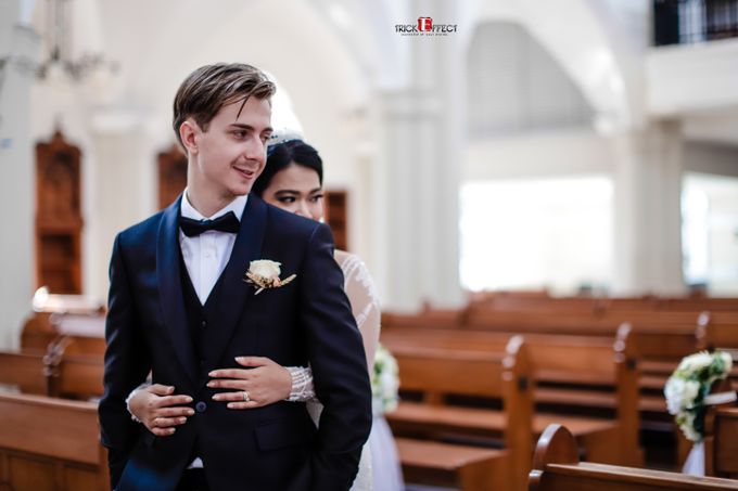 The Wedding of Alvita & Peter by Trickeffect - 011