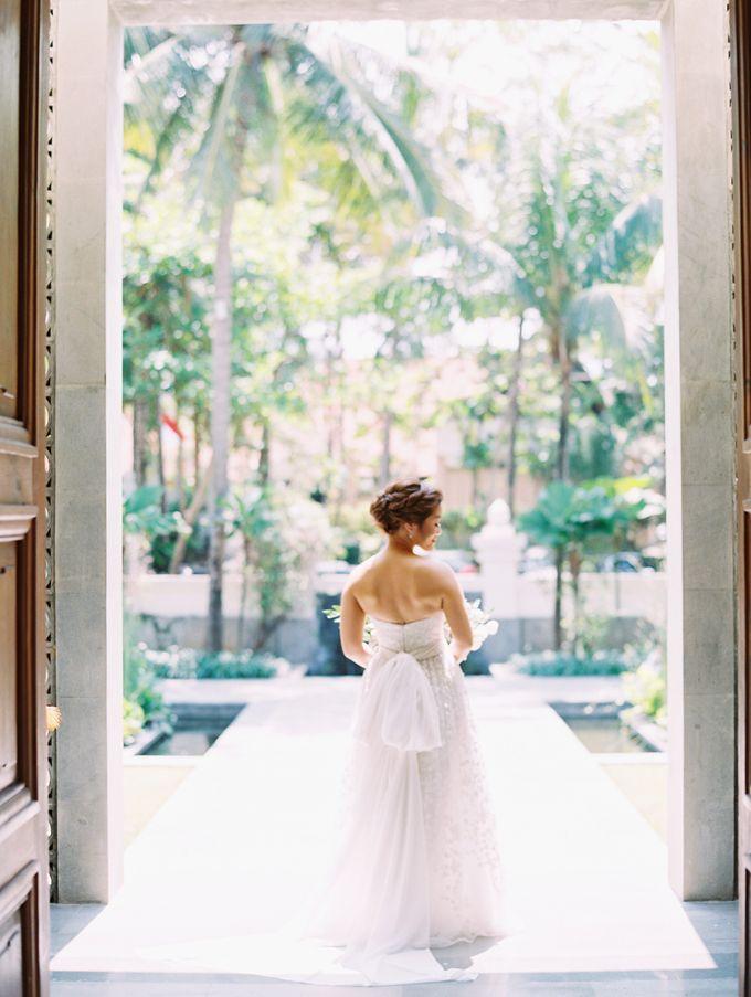 Simple, elegant Bali villa wedding by TRYNH Photo - 023