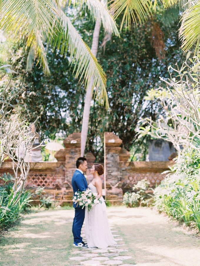 Simple, elegant Bali villa wedding by TRYNH Photo - 027
