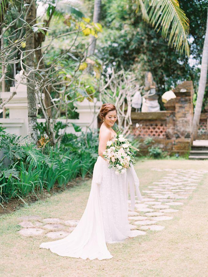 Simple, elegant Bali villa wedding by TRYNH Photo - 032