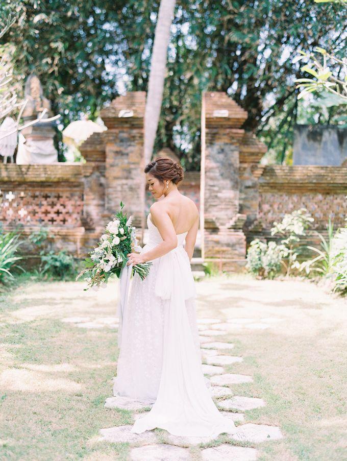 Simple, elegant Bali villa wedding by TRYNH Photo - 033