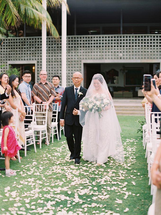 Simple, elegant Bali villa wedding by TRYNH Photo - 039