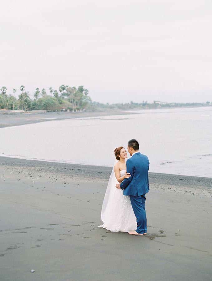 Simple, elegant Bali villa wedding by TRYNH Photo - 043