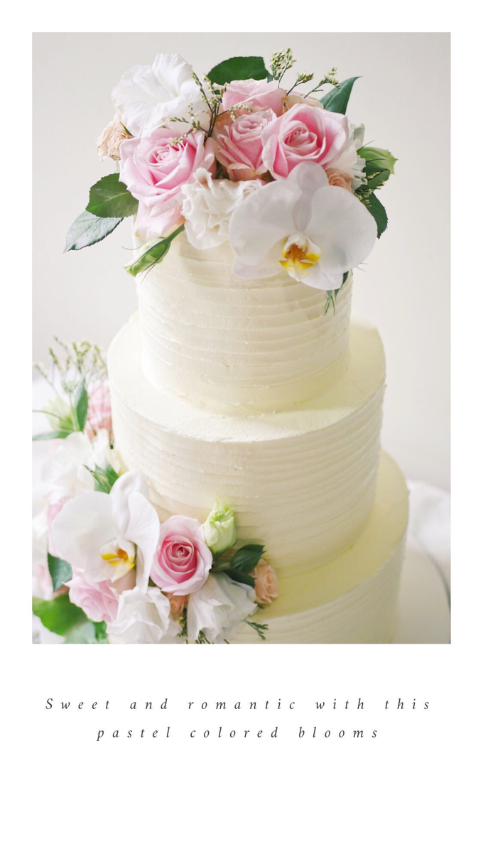 Rustic buttercream cake with fresh flowers by Twenty Two Cakes - 003