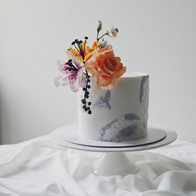 Single tier statement cakes by Twenty Two Cakes - 007