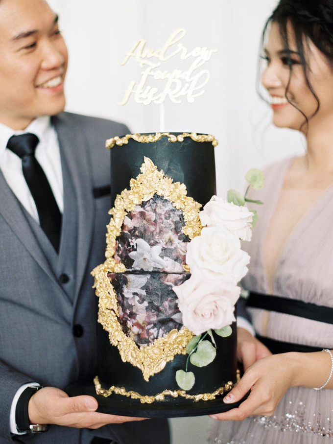 The engagement of Andrew and Ribka by Twenty Two Cakes - 006