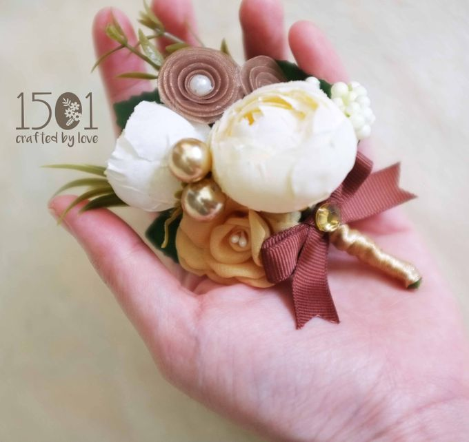boutonnieres by 1501 - 005