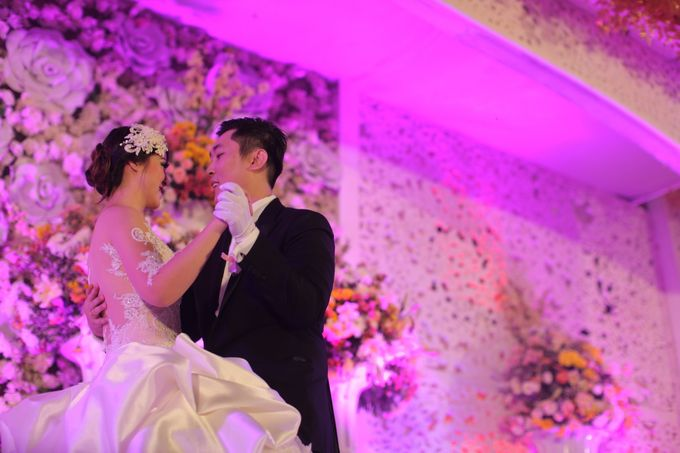 Autumn Theme Wedding Boy & Elisia at Empire 10th Floor  Surabaya by Diorama Tailor - 014