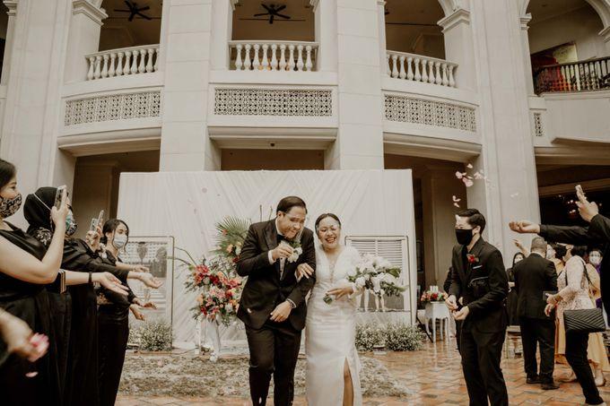 Vania & Kennan Wedding at Sampoerna Strategic by AKSA Creative - 018