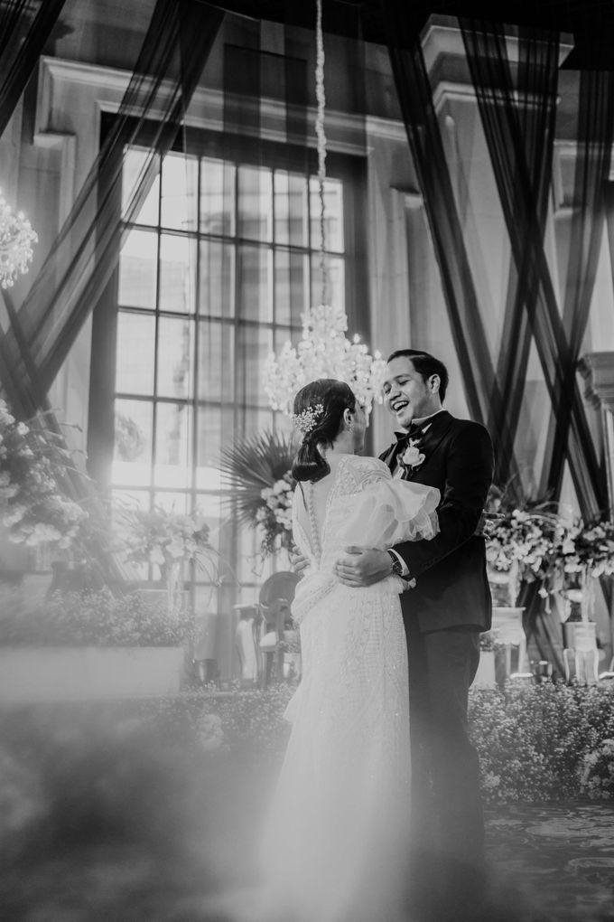 Vania & Kennan Wedding at Sampoerna Strategic by AKSA Creative - 011