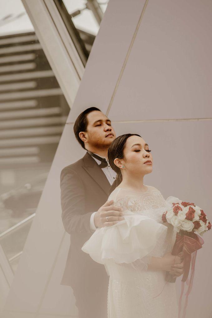 Vania & Kennan Wedding at Sampoerna Strategic by AKSA Creative - 006