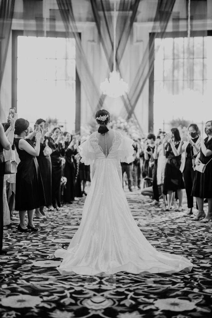 Vania & Kennan Wedding at Sampoerna Strategic by AKSA Creative - 016