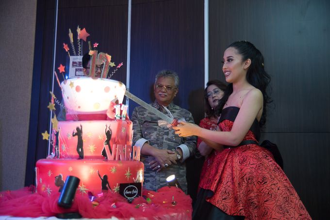Sweet 17th Gown for Varda by Crowne Plaza Bandung - 010