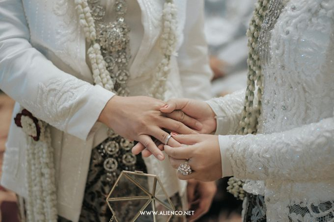 THE WEDDING OF ANGGI & iNDRA by alienco photography - 049