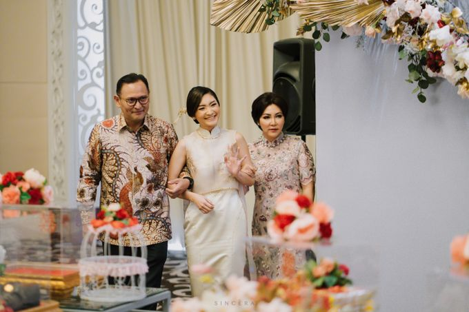 Vincent & Astrid Engagement by Femine Wiratno - 006