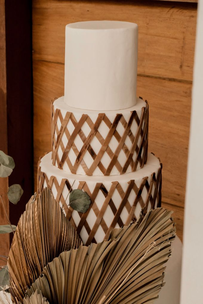 rattan weave and dried palm trees - modern heritage by KAIA Cakes & Co. - 005