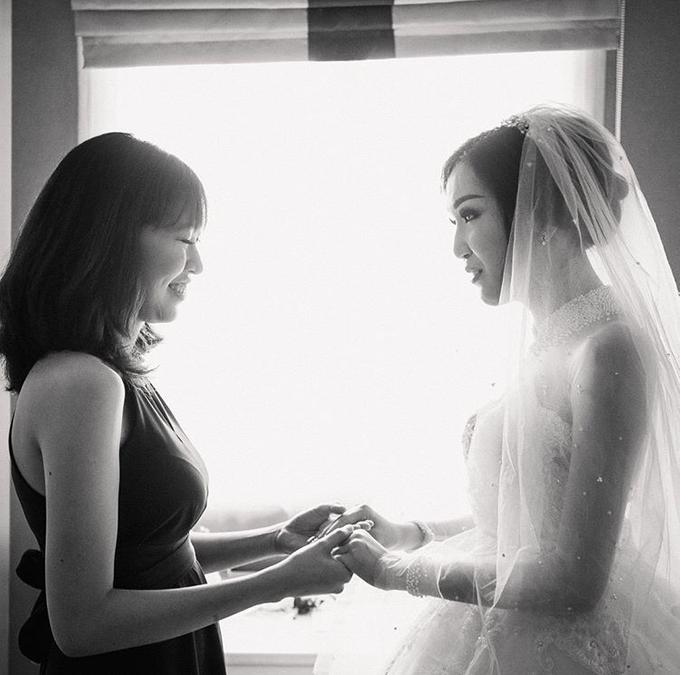 Cipta & Nathalie Tying Knot by Vermount Photoworks - 005