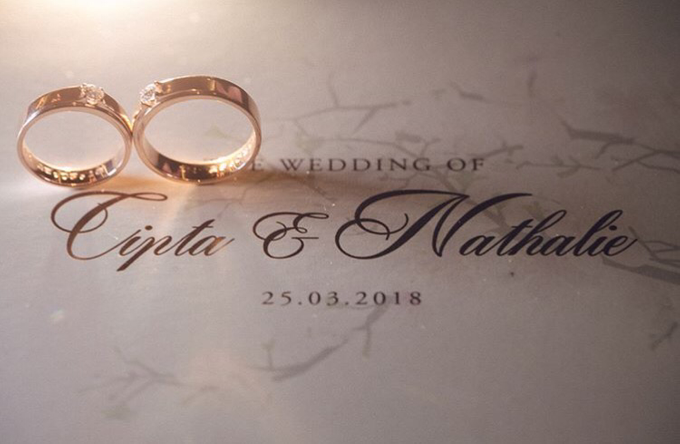 Cipta & Nathalie Tying Knot by Vermount Photoworks - 009