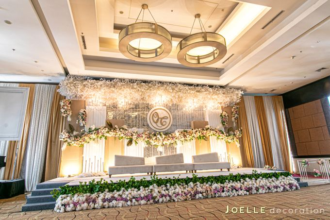 The only thing we never get enough of is love by Joelle Decoration - 008