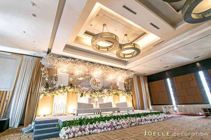 The only thing we never get enough of is love by Joelle Decoration - 001