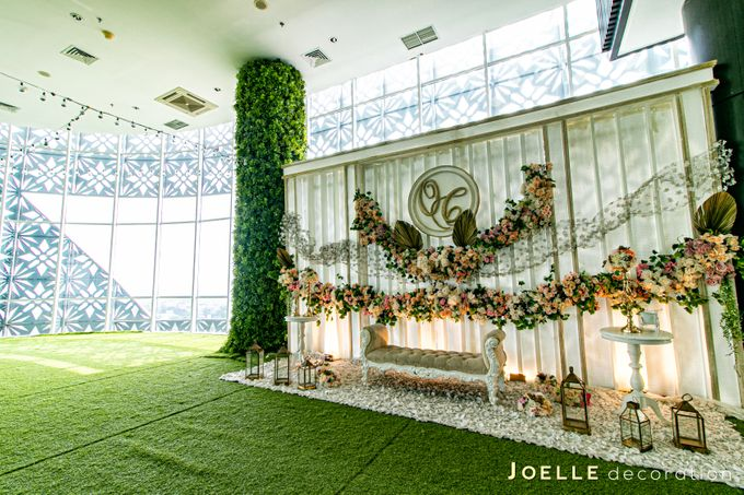 The only thing we never get enough of is love by Joelle Decoration - 007