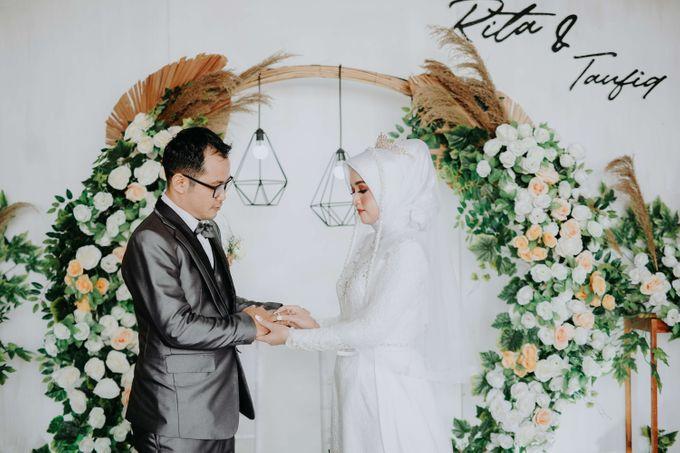 Akad Moment of  Taufiq & Rita by Photopholife_view - 030